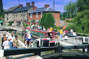 narrowboat holidays on th e Grand Union Canal