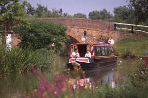 narrowboat holidays starting from Gailey in Staffordshire